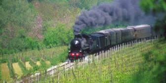Treni-Turistici-per-il-Lago-d'Iseo_fti