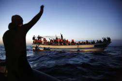An anphibious boat brings rescued a small boat carrying 267 migrants (56 underage) off the coast of a Libya  in Southern Mediterranean Sea to the ship Frigate Espero during the operation  'Mare Nostrum', 28 April 2014. ANSA/GIUSEPPE LAMI