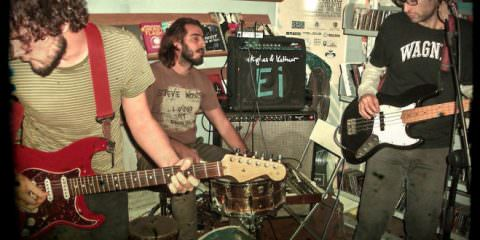 Musica autarchica. The Freak presenta la band The Emerald Leaves.