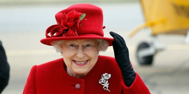 queen-elizabeth-ii-red-hat