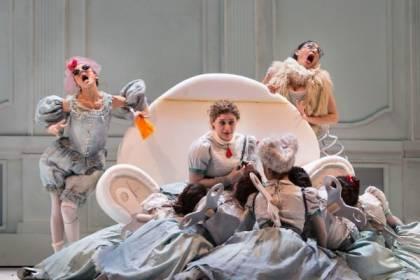 Cenerentola-di-Rossini-regia-Emma-Dante-ph.Yasuko-Kageyama-Opera-Roma-7